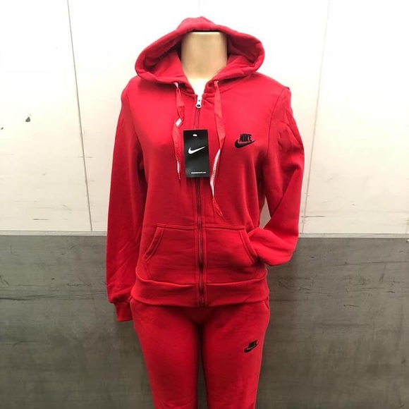 hot sale online c4b29 dceb2 Women s Nike Sweatsuit set, sizes small to 3XL.